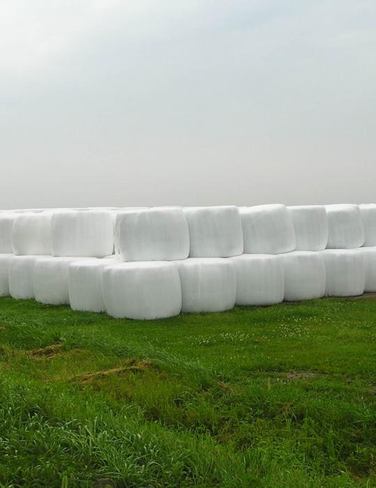 Ballots de plastiques agricoles