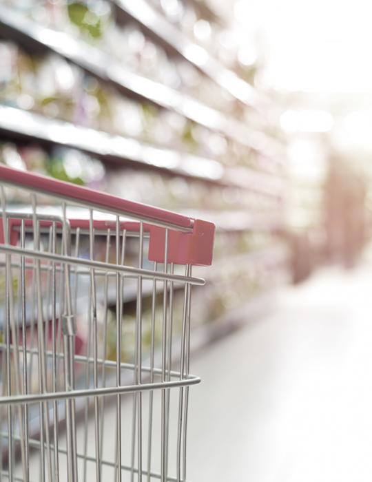 Panier d'épicerie dans un supermarché